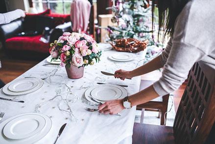 A compter de la fin du 19ème siècle, la tradition française s'ancre autour du partage de trois repas par jour. Crédit photo : Pixabay© kaboompics