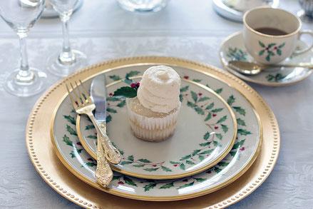 Le choix du service de table est essentiel, en harmonie avec les couverts, les verres et la décoration de table pour un ensemble raffiné. Crédit photo : Pixabay© TerriC