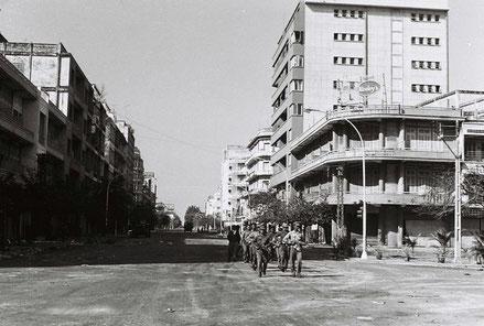 Les troupes vietnamiennes entrent à Phnom Penh, le 7 janvier 1979.(Photo DR)
