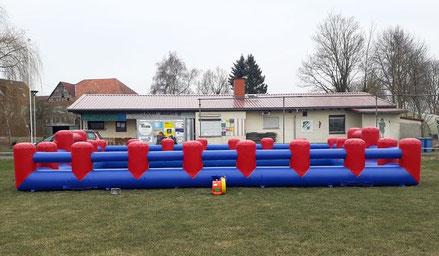 Aufblasbares mobiles Bubble Soccerfeld Fußballfeld Fußballumrandung Soccercourt mobil mieten Verleih Frankfurt Hessen