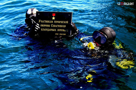 Водолазы МЧС России установили на борт затонувшего теплохода «Грузия» мемориальную табличку