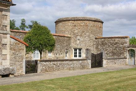 Séjour dans l'enceinte du château- Château de Saveilles - Saveille - Visite de château groupe - Visite château en famille - Journées du patrimoine