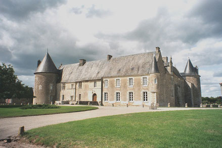 Facade to the south - Chateau Saveilles - Saveille - Group Castle Tour - Family Castle Tour - Renaissance Castle