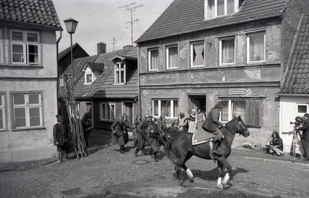 Dreh einer Verfolgungsszene in der Gartenstraße von Barth.                             Foto: Holger Friedrich