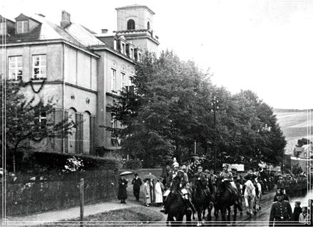 Schulgebäude zum Schul- und Heimatfest im Aug 1936