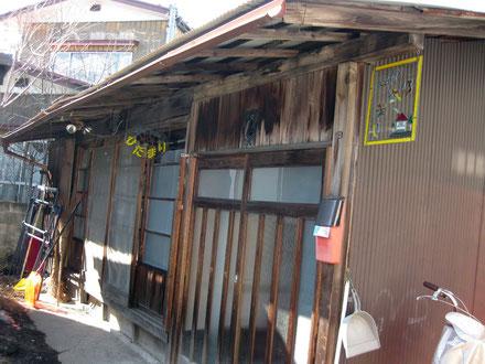 「ひだまり」は閑静な住宅街の一角にある。昭和レトロな一軒屋だ。