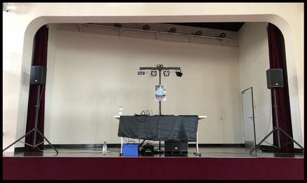 Worms Rheinperlensaal Bühne Inustriegebiet Alex Light and Sound Set Komplett Set Partyequipment Mieten Verleih 70 Euro Musikanlage Lichtanlage Mikrofon Nebelmaschine