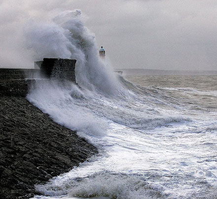 Far de Porthcawl Harbour, Gales.
