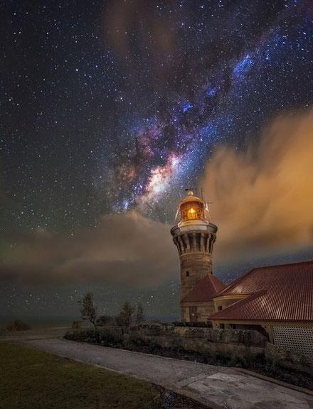 Via Làctia sobre el far de Barrenjoey Head, Nova Gal·les del Sud.