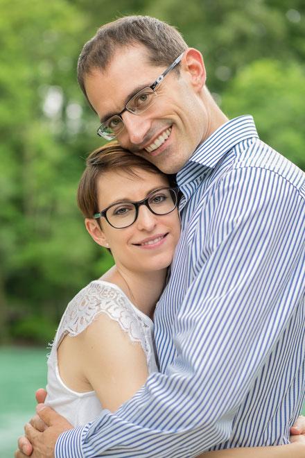Verliebtes Paar beim Paar-Fotoshooting in der Elfenau Bern, Paarfotografin