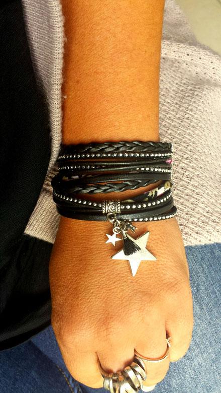 Découvrez le Bracelet bohème ORION noir, bracelet multitour, bracelet 2 tours breloque étoile, bracelet pompon, bracelet noir, bracelet argenté, bracelet artisanal, bracelet made in France, idée cadeau