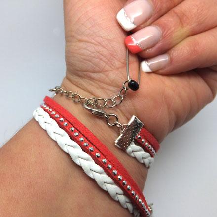 Tuto: Comment mettre mon bracelet seule? Il ne vous reste plus qu'à accrocher le fermoir mousqueton sur la chaîne