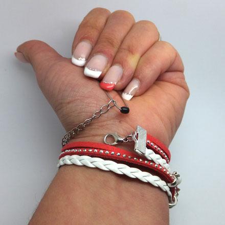 Tuto: Comment mettre mon bracelet seule? Le fermoir se retrouve face à la chaîne de confort