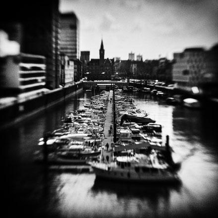 Yachthafen an den Kranhäusern