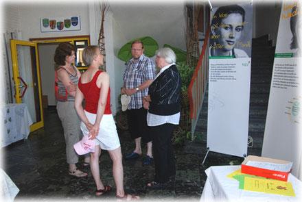 Bild mit einzelnen Gästen in unserer LandFrauen-Ausstellung