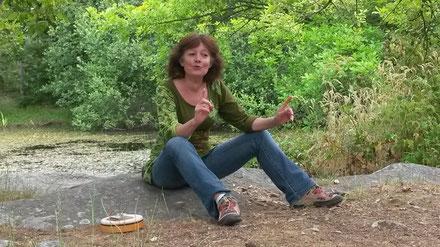 Véronique dans son conte du crapaud près de la Mare de Franchard