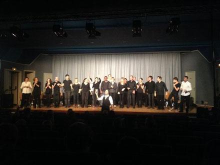La troupe d'improvisation au complet.....avec son maître de cérémonie : ROBERT