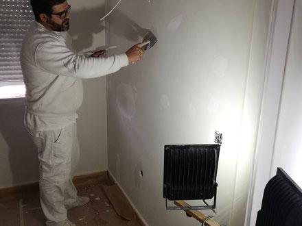 Pintores profesionales, limpios y económicos que le pintarán su piso o casa
