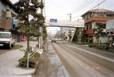 写真4 1991年9月16日島原市街地の降灰状況(撮影:陶野郁雄)
