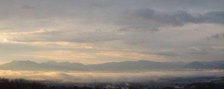 雲海と朝陽の光が寒い中にもほのかに暖かみを感じさせてくれました