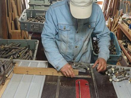 雑木笛用枝材の加工準備~丸ノコ盤での寸法切り~