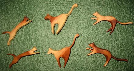 ナツメ材のネコ三態 翔ぶ 狙う 忍び足