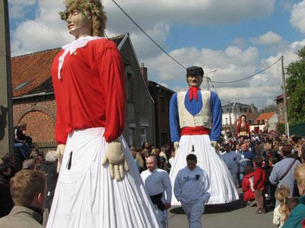 Nos géants lors de la Ronde des géants portés à Steenvoorde en 2006