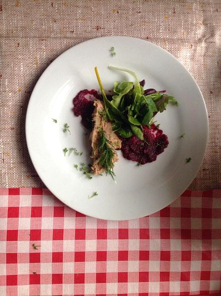 Makrelenpastete mit Rote Beete Creme und Pflücksalat