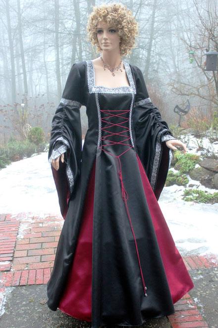 Gothic & Fantasie, mittelalter Gewandung für Damen, Gewandschneiderei mittelalter-fashion, nach Maß.