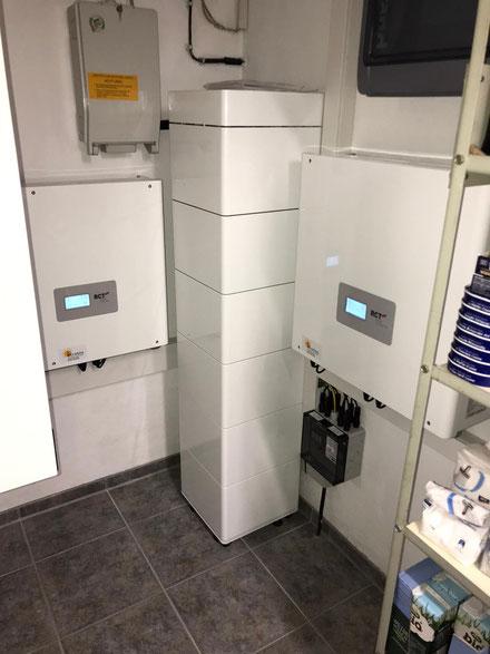 Beispiel eines installierten RCT Photovoltaik-Speichers © iKratos