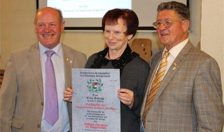 Goldener Ehrenkranz - für Vorsitzende Erna Schupp - 091113