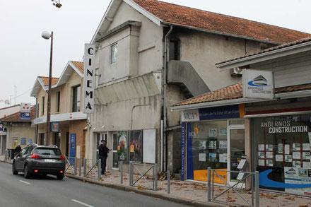 Un nouveau devenir attend l'ancienne salle des fêtes d'Andernos, reconvertie dans les années 50 en salle de cinéma: Le Rex. Photo M.M.