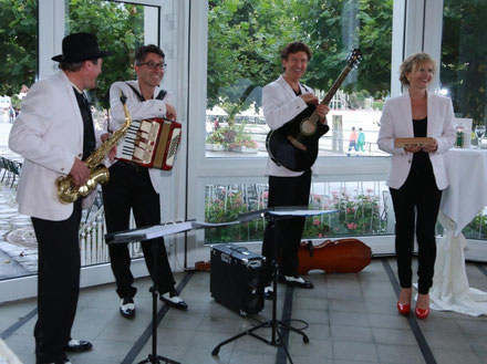 Ein bisschen Musik nach der Kirche - Flexible Musiker, die sich um Ihre perfekte Hochzeit kümmern