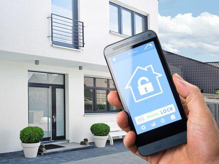 Mobiltelefon mit App für Smart Living