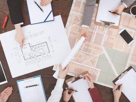 Team von Architekten beim Projektmanagement