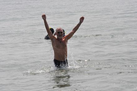 TLN Jugend auf Helgoland 28.06.2014  --  WB im Meer mit Seehunden