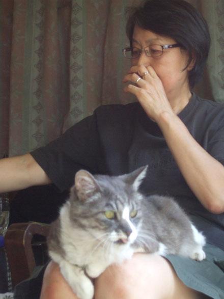 グリとツーショット!ヒザ大好き猫です
