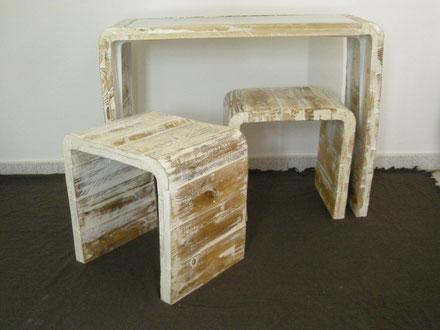 realizacion de mesa con cristal y taburete con madera reciclada y curvada
