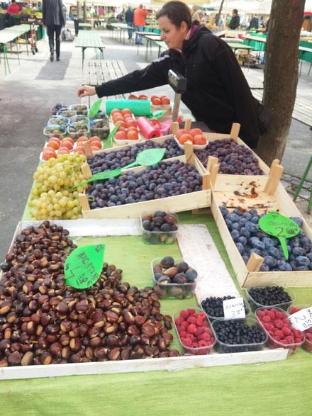 Bauernmarkt: Feigen, Kaki...