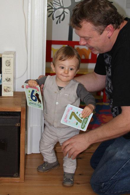 13 mois : v´esquisse ses premiers pas sans aide