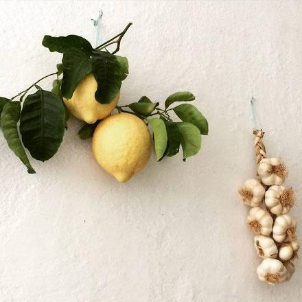 Amalfi : façades, citrons (à Limoncello) et ail...