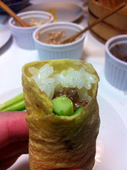 昨日は、手巻き寿司。 恵方巻きに見たてて、、、*海苔も巻きましたよ、。