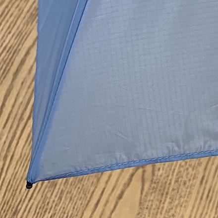 【通常の傘】裾部分に縫い目がある