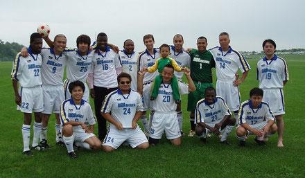 留学生とのサッカーチーム。一番右が西川先生