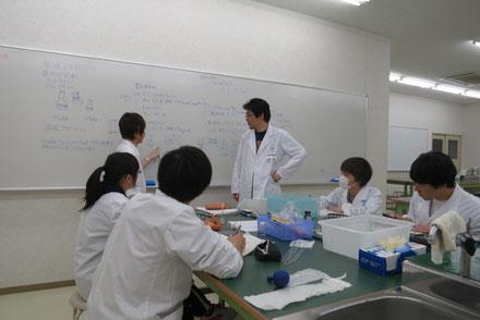学生実験の様子