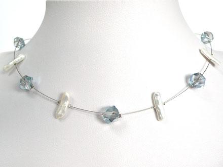 Halskette mit asymetrischen Glasperlen und Zuchtperlen blau/weiß