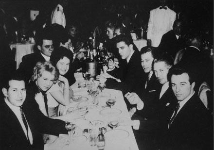 Heli trifft sich in Paris mit Elvis