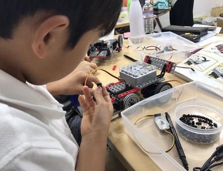 ロボットを組み立てる