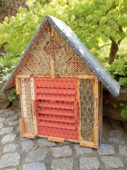 G1 /  /  kombinierte Wildbienenbrutstätte u. Überwinterhilfe für Schmetterlinge, Marienkäfer sowie Florfliegen / verkauft