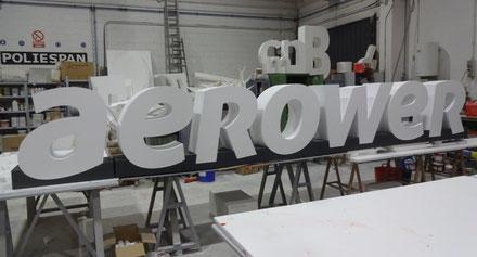 Logotexto cada letra con su base individual, desmontable